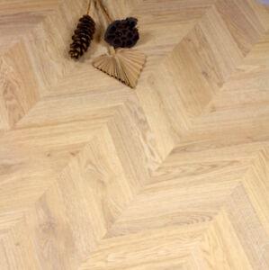 Egger Weinburg Oak Light Chevron laminate Flooring Packs Click 20 ...