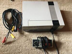 Original-nintendo-entertainment-system-NES-console-with-7-games