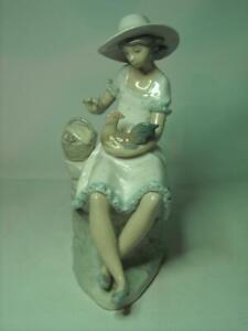 Early-NAO-by-Lladro-PLAYING-WITH-ROOSTER-Figurine-0127-Feeding-Chicken-Basket