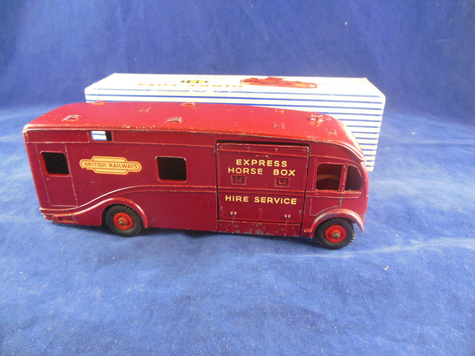 Vintage Dinky Toys 981 British Railways Horsebox Original with with with Box f36a46
