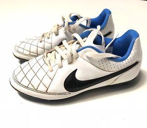 Chaussures Nike De Taille Foot Crampons Sur Football Blanche Détails Tiempo 32 FJcTlK1