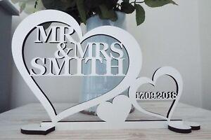 Personnalise-mr-amp-mrs-SIGNE-Mariage-Haut-Decoration-de-Table-avec-date-M-et-Mme-Cadeau