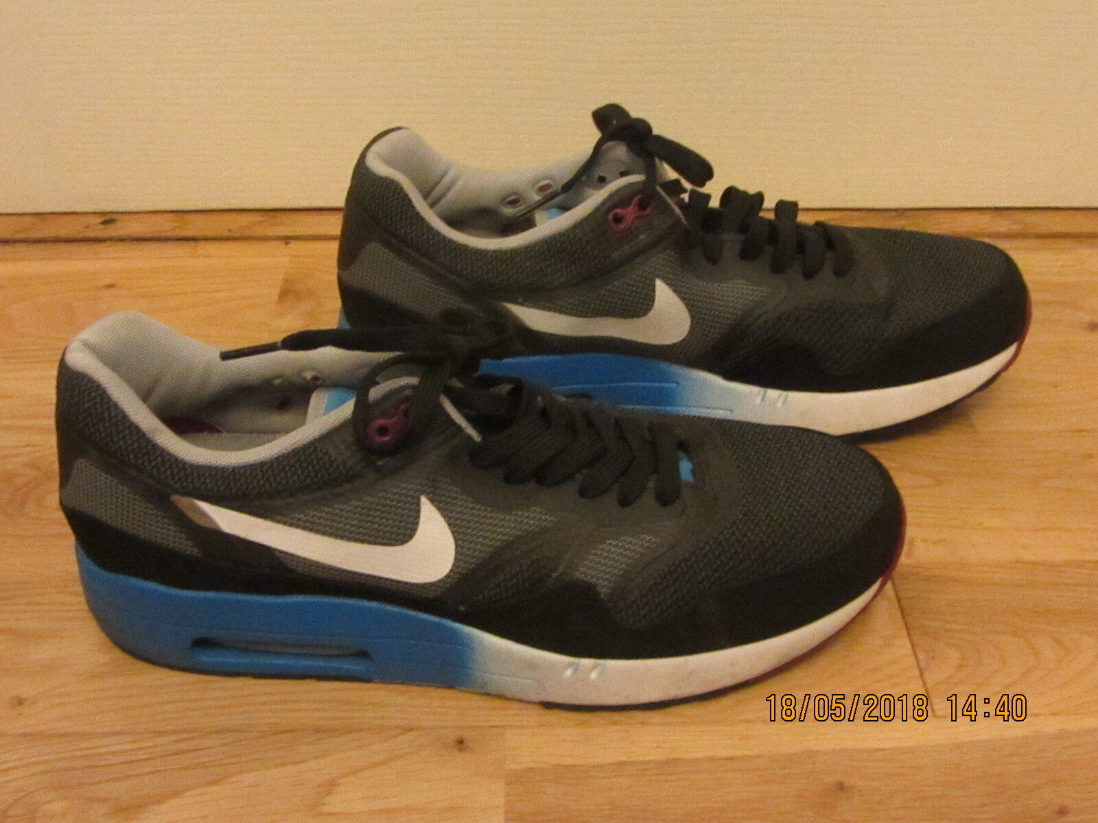 MENS NIKE AIR MAX GREY BLACK & blueE TRAINERS SIZE 8 42.5 USED GOOD CONDITION.