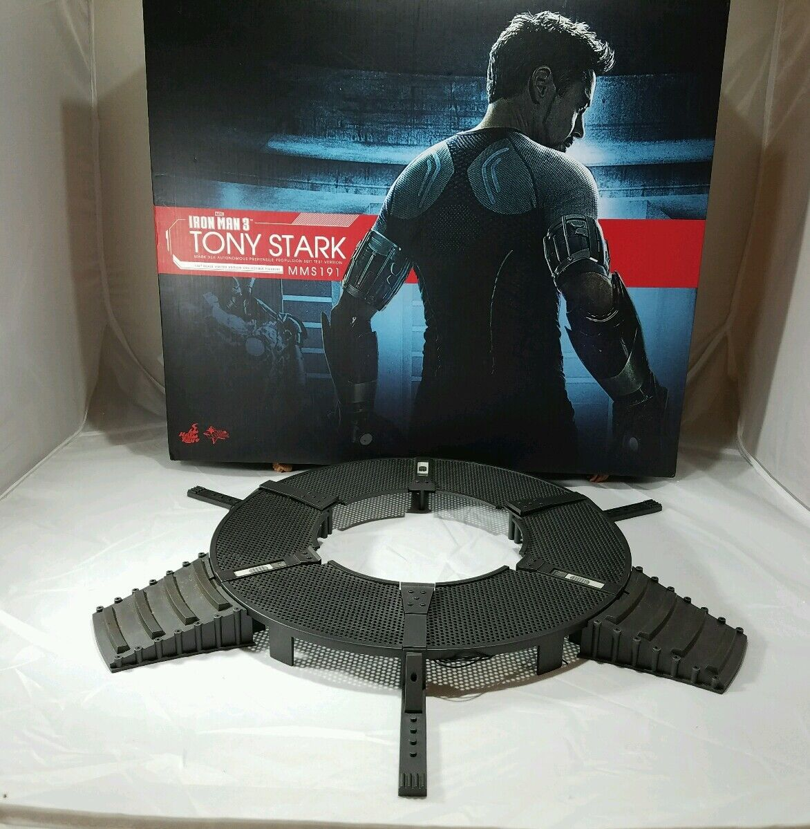 Hot Toys MMS191 Iron Man 3 Tony Stark 1/6 Workshop Base Diorama Outer Area only