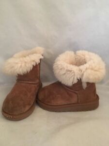 7fe5389534e Details about UGG Australia Classic Size 8 Girls Button Side Kids Toddler  Boots Chestnut
