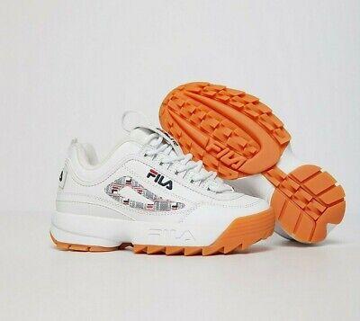 chaussure fila homme blanche trait lacet rouge