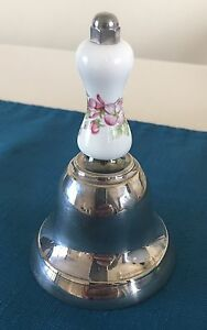 Pretty-Porcelain-Bell-Pink-Flowers-White-and-Silver