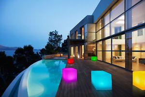 LED-Solar-Wuerfel-Leuchte-mit-Farbwechsel-8-Farben-30-x-30-Cube-IP-67-Erdspiess
