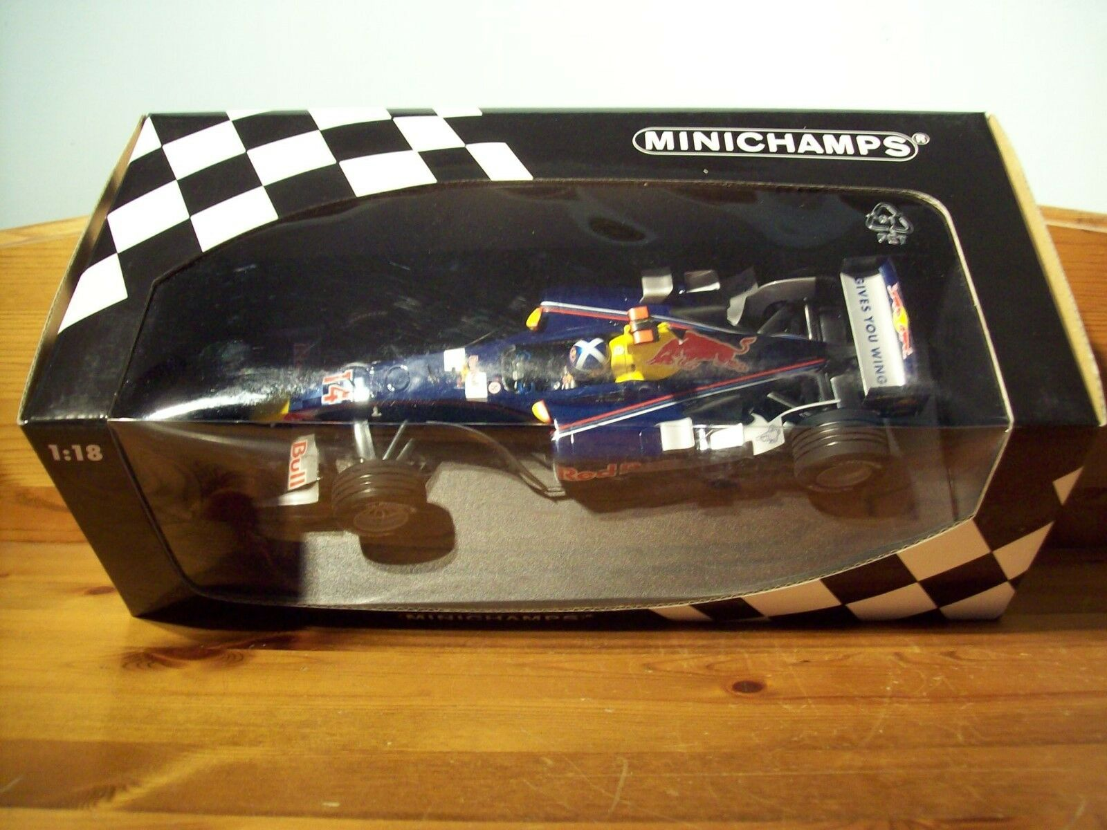 1 18 MINICHAMPS 100 050084 RED BULL RACING COSWORTH DAVID COULTHARD 2005 SHOWCAR