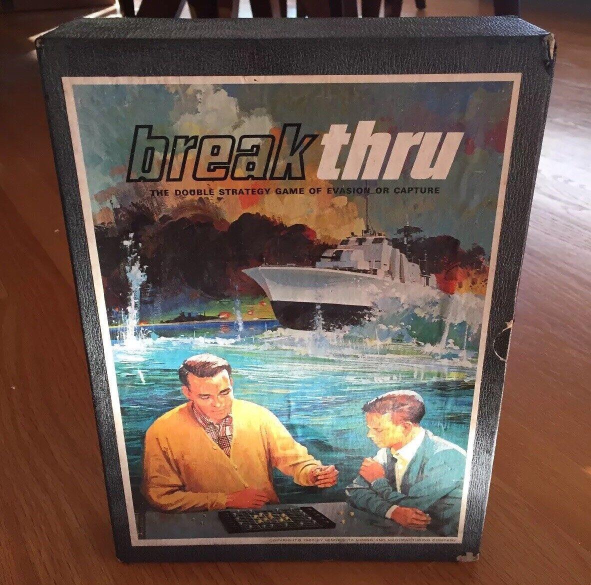 Rare Vintage Breakthru Double Strategy Game Evasion Capture Board Spy 1965 3M