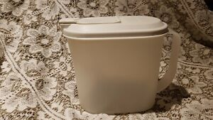TUPPERWARE-POUR-N-STORE-JUG-WITH-HANDLE-AND-LID