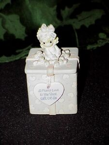 Precious-Moments-MOM-039-S-LOVE-IS-THE-BEST-GIFT-OF-ALL-Trinket-Box-w-Two-Sided-Lid