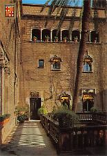 BR85115 barcelona barri gotic pati de la casa del ardiaca spain
