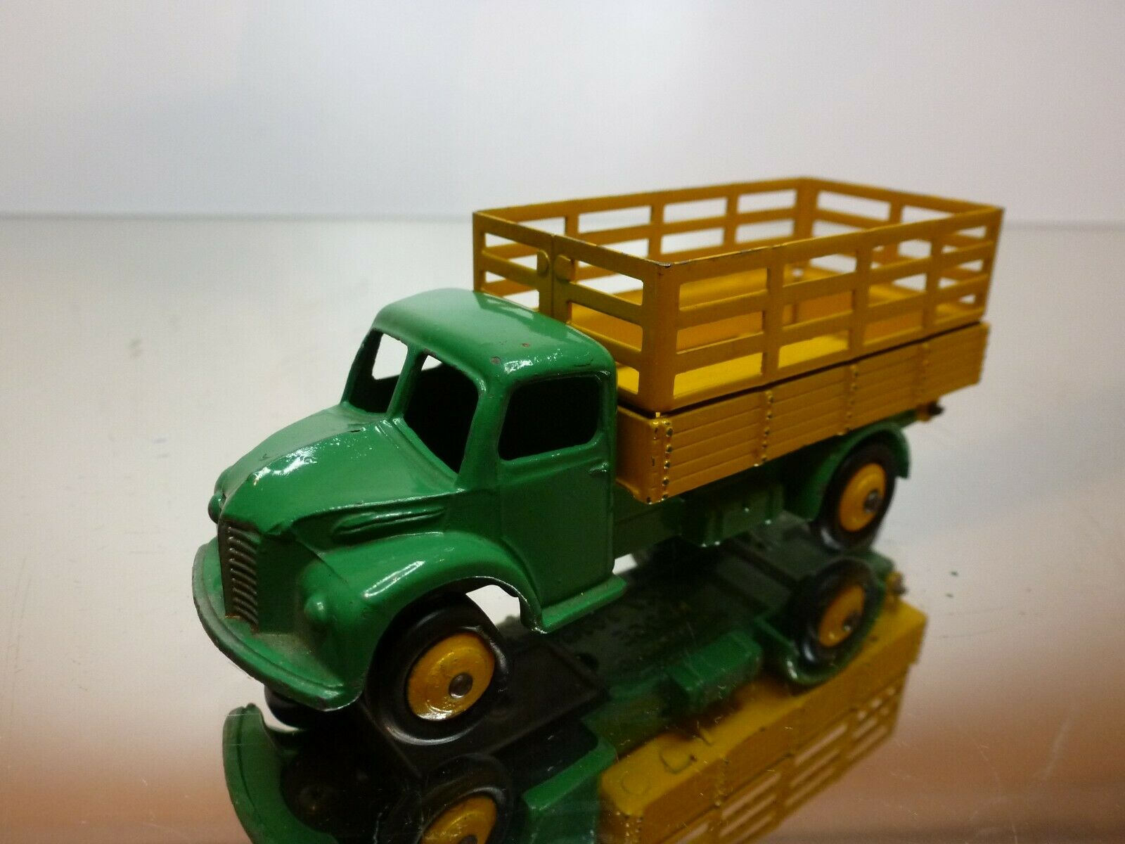 DINKY TOYS 343 DODGE FARM TRUCK - verde + giallo - VERY GOOD CONDITION