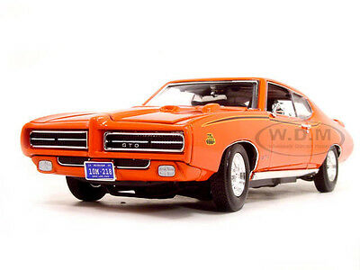 1969 PONTIAC GTO JUDGE ORANGE 1:18 DIECAST MODEL CAR BY MOTORMAX 73133