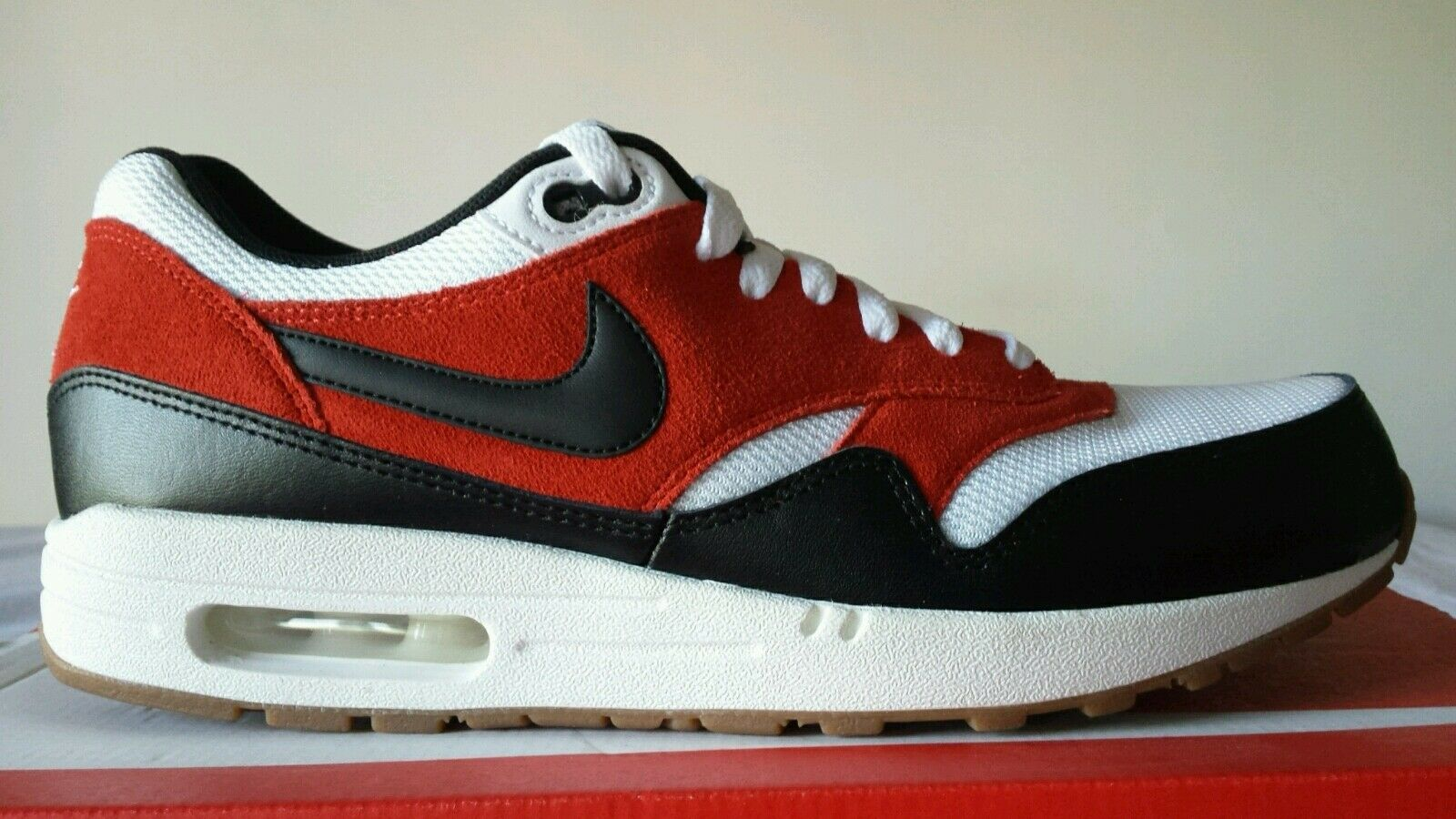 NIKE AIR MAX 1 ESSENTIAL white black red N.45 LIMITED EDITION OKKSPORT NEUF 97
