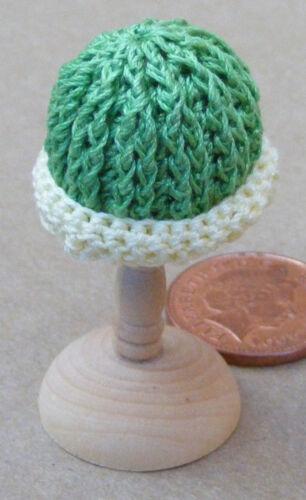1:12 scala Donna Verde uncinetto CAPPELLO DOLLS HOUSE miniatura Abbigliamento Accessorio T4