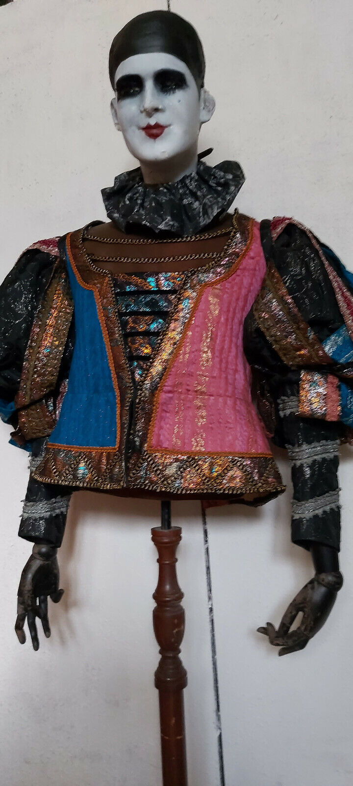 ANTIQUE/VINTAGE HEAVY QUALITY MADE JESTER EX FILM PERIOD COSTUME/ THEATRE 40in