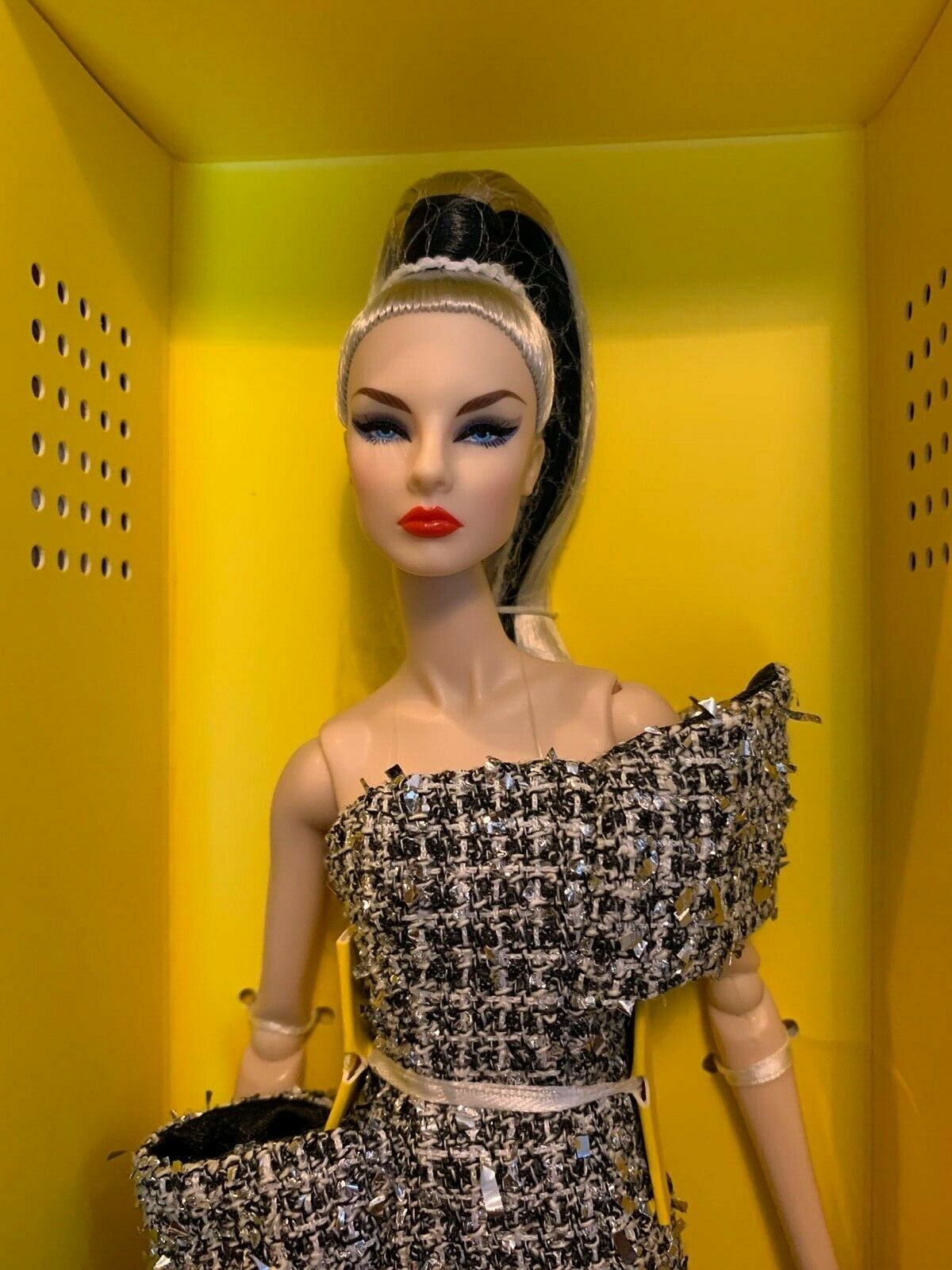 DOLL NUFACE GISELLE  PARIS RUNAWAY  FROM FW19 CONVENTION  NRFB FASHION ROYALTY