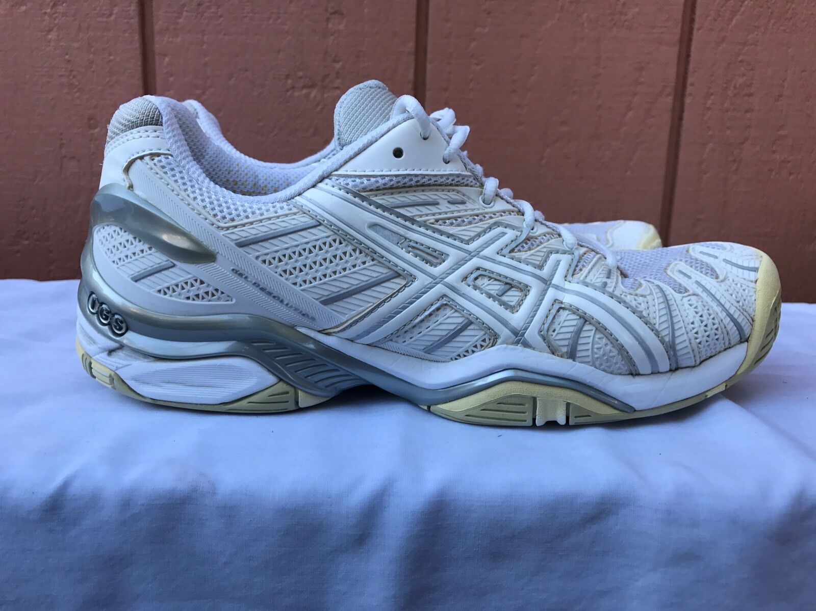 EUC Asics Gel Resolution Running Shoes Women's US 9 White Tennis Shoes Casual wild