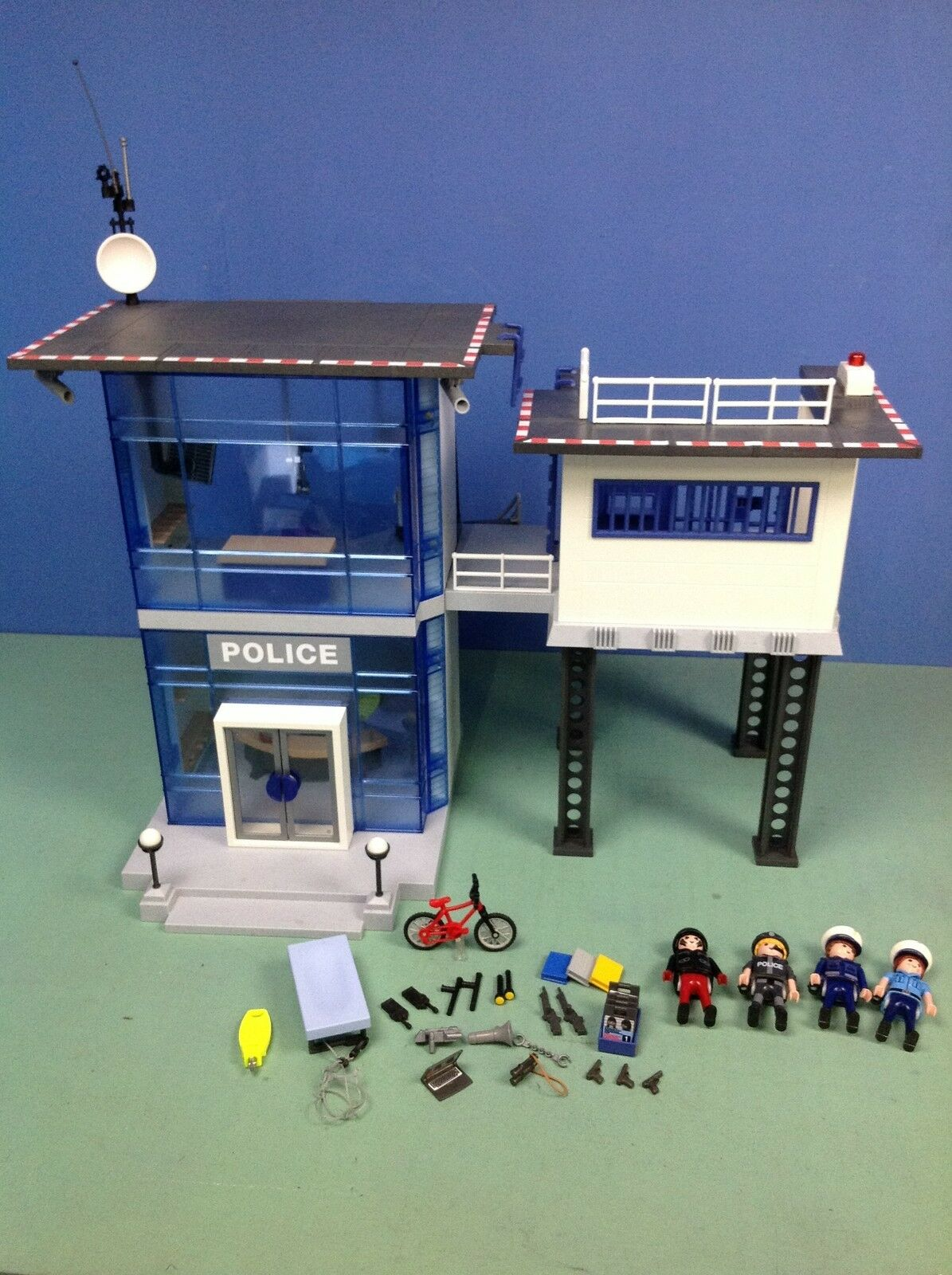 (O5182.1) playmobil Caserne de police  ref 5182  expédition rapide à vous