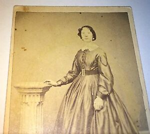 Antique-Civil-War-Fashion-American-Stunning-Woman-C-1861-Illinois-CDV-Photo