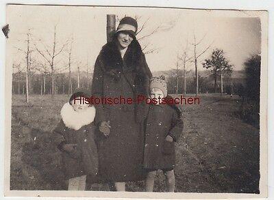 (f11602) Orig. Foto Mutter Mit Kindern Im Freien, Winter 1929/30 Reich An Poetischer Und Bildlicher Pracht