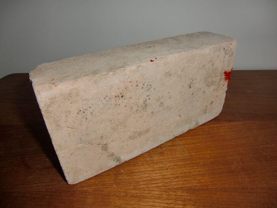 "Andre samleobjekter, ""The brick of instant DEATH !"""