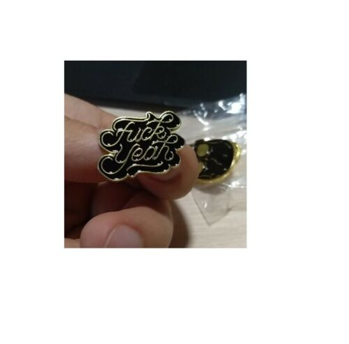 Pin Lapel Funny Enamel Brooch Roll Paper Eat And Die Tombstone Off Middle Finger