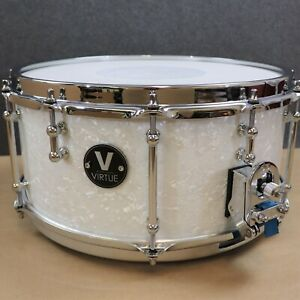 VIRTUE-Courage-14-x-6-5-Mahogany-12-Over-6-Lug-Snare-Drum-DW-MAG-White-Pearl