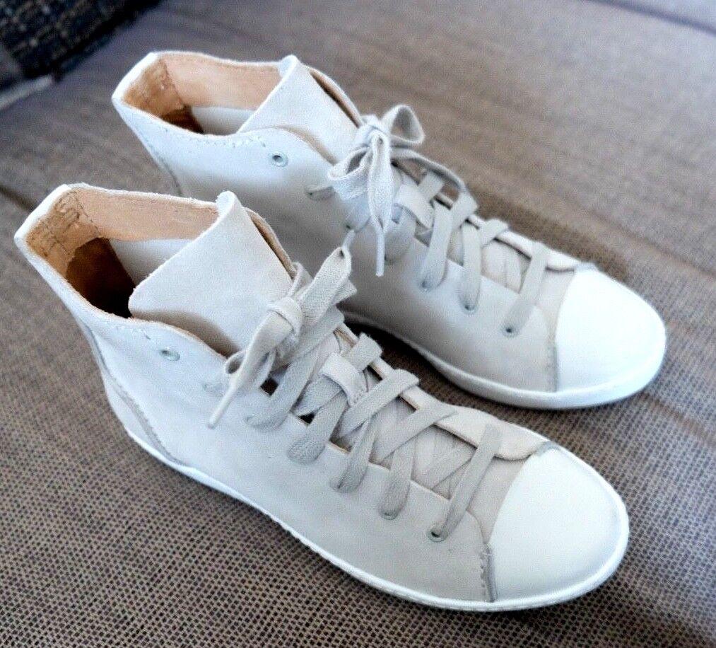 Clarks ladies  FLOUCE AWAY   chalk suede boots shoes  size 3D.NEW