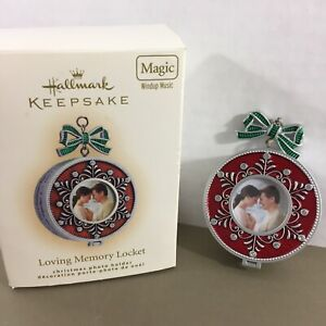 Hallmark-Keepsake-Loving-Memory-Locket-Christmas-Ornament-Magic-Windup-Music