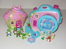 Teeny Little Families Toy Bundle Cupcake Cottage Fashion Boutique with11 Figures