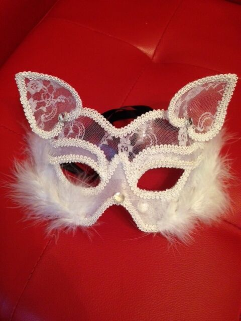 WHITE CAT MASK VENETIAN MASQUERADE MARDI GRAS FANCY DRESS ACCESSORY
