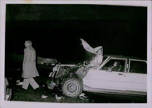 GA61 Original Photo CAR ACCIDENT SCENE Vehicle Smashed Hood Destroyed Collision