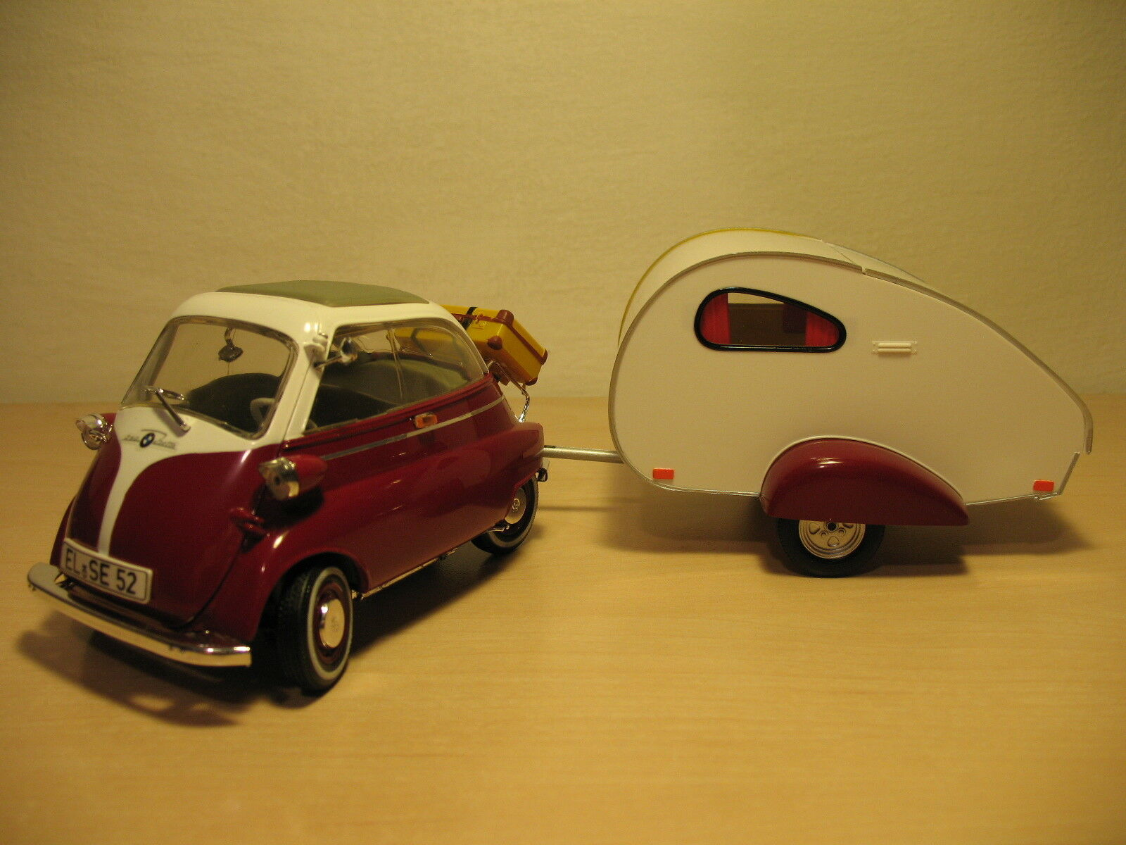 BMW Isetta 250 with a camper Revell 1 18