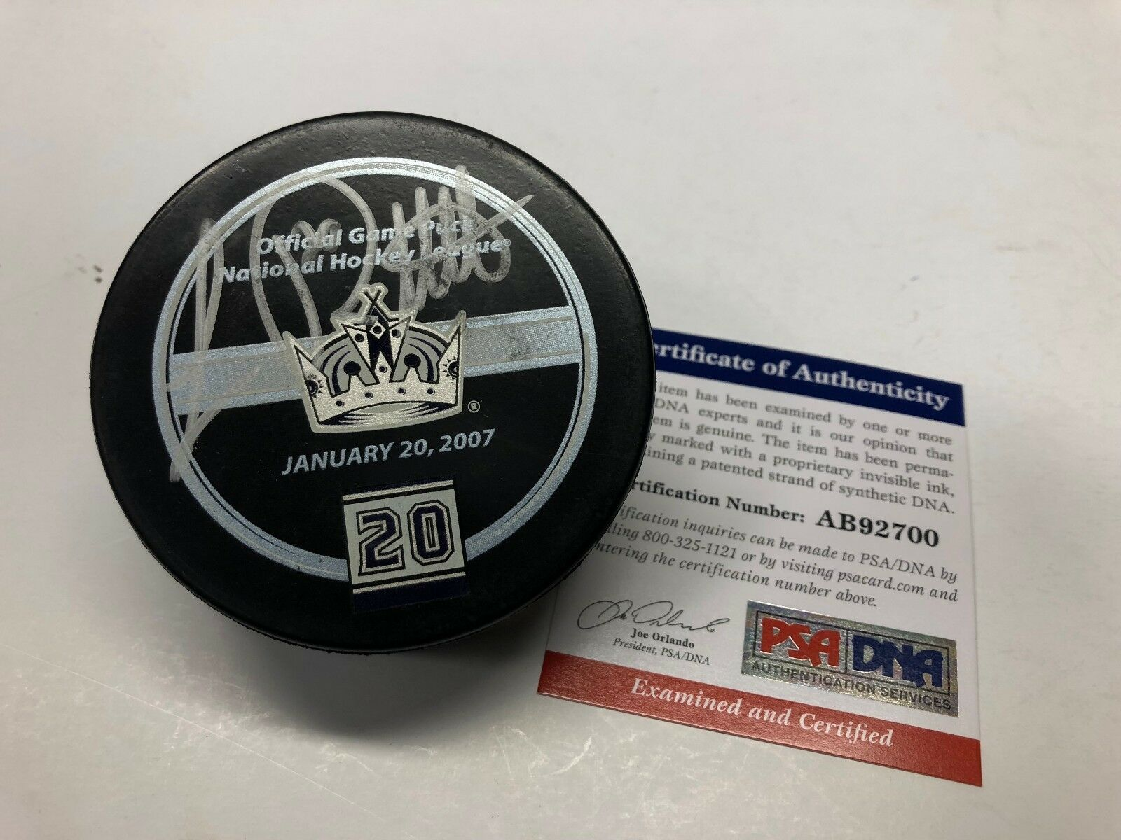 Luc Robitaille Signed Los Angeles Kings Hockey Puck PSA AB92700