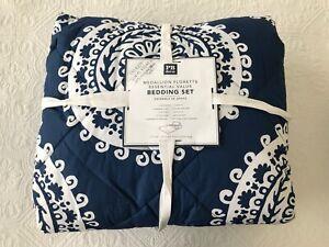 Pottery-Barn-Dorm-Medallion-Flourette-Bedding-Set-XL-Twin-Blue-amp-White-NEW