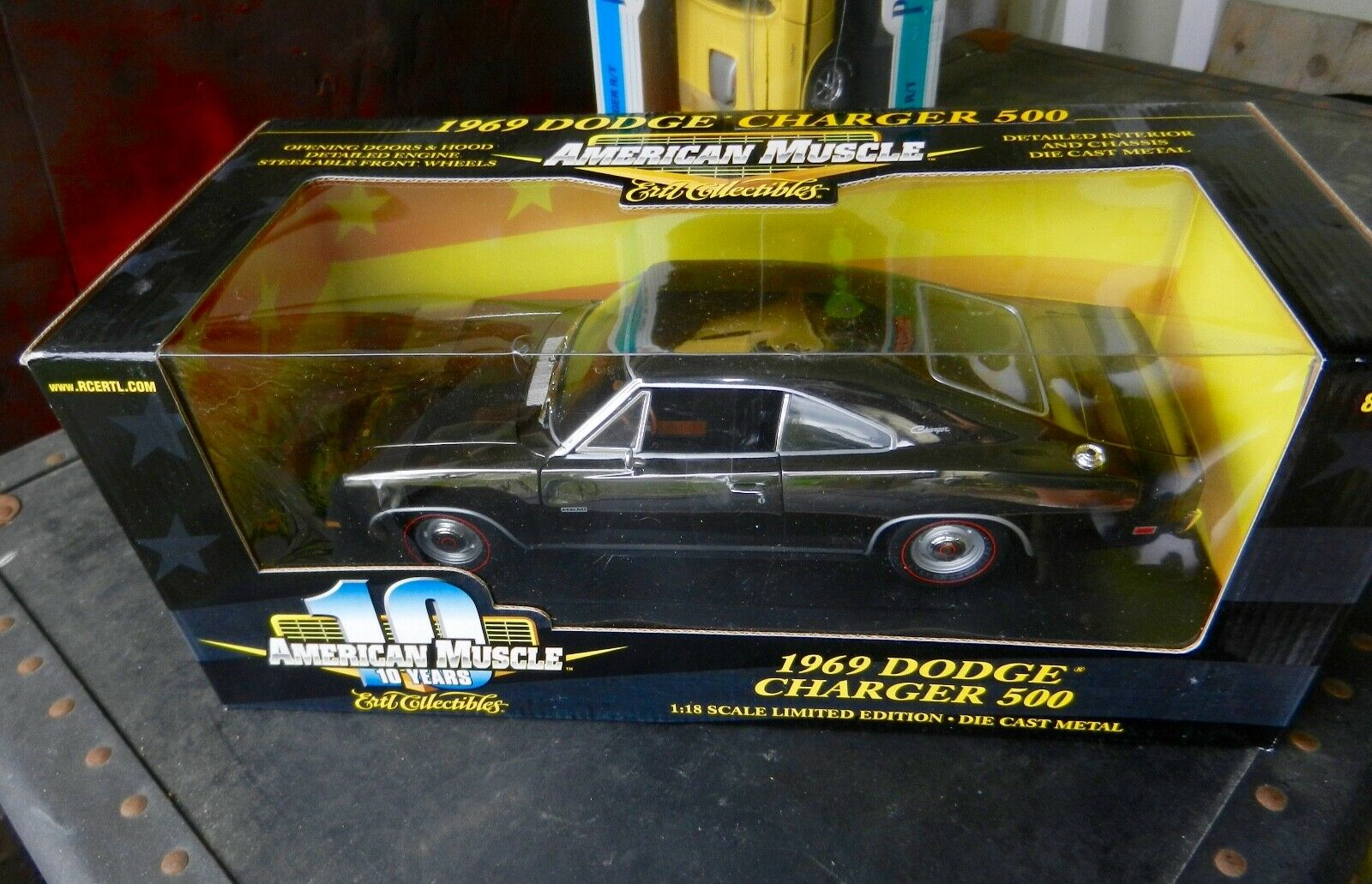 ERTL 1969 Dodge Chargeur 500  noir chrome Chase  10 ans american muscle Chase