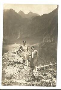 20-017-1929-Foto-Erinnerung-2-Damen-beim-Wandern