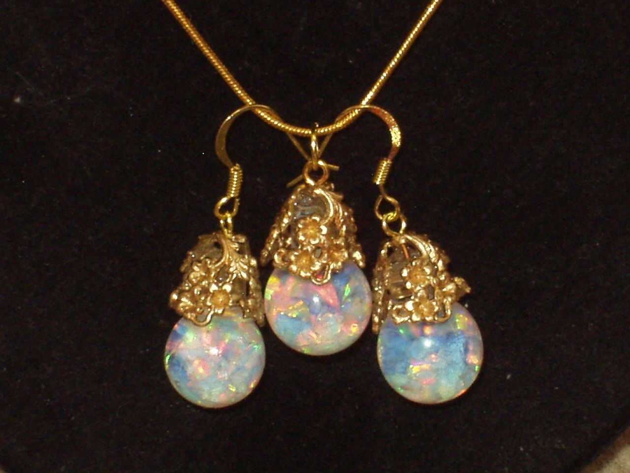 BEAUTIFUL  FLOATING OPALS SNOW GLOBE PENDANT AND  EARRINGS 18K gold FILL