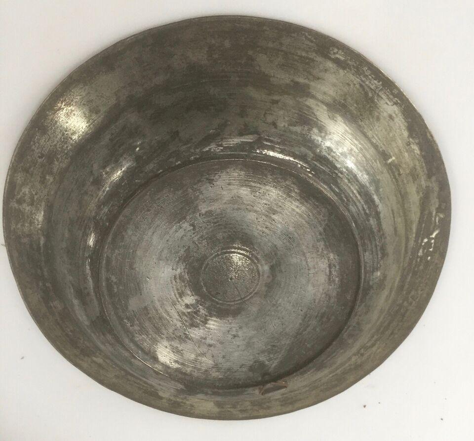 Antik russisk tallerken af metal.