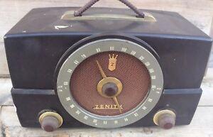 Vintage-1950-s-Zenith-Tube-Radio-H725-Works-Am-Fm-Bakelite