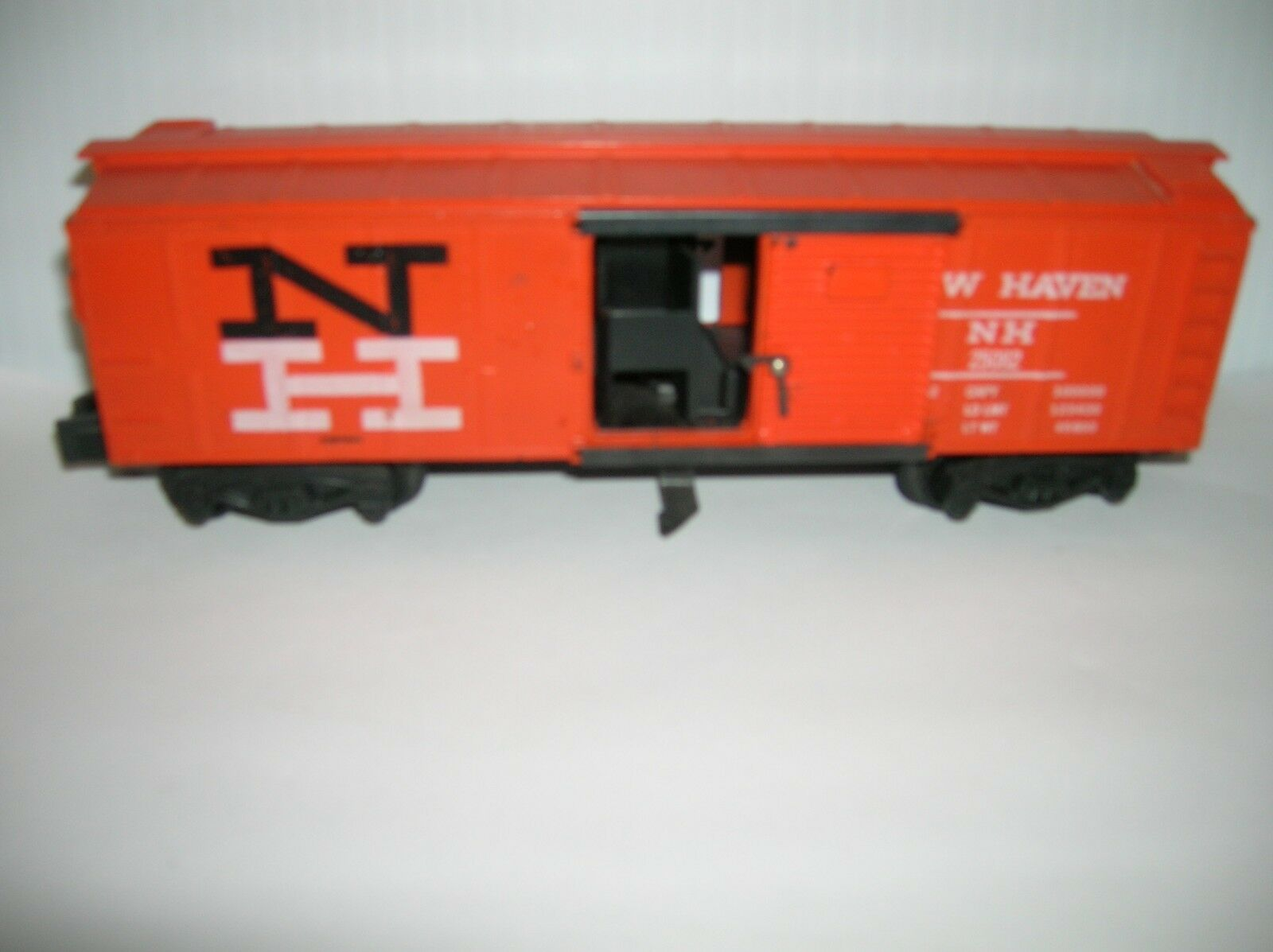 AMERICAN FLYER    NH BOX CAR   USED NO BOX , SOLD AS IS   LOT