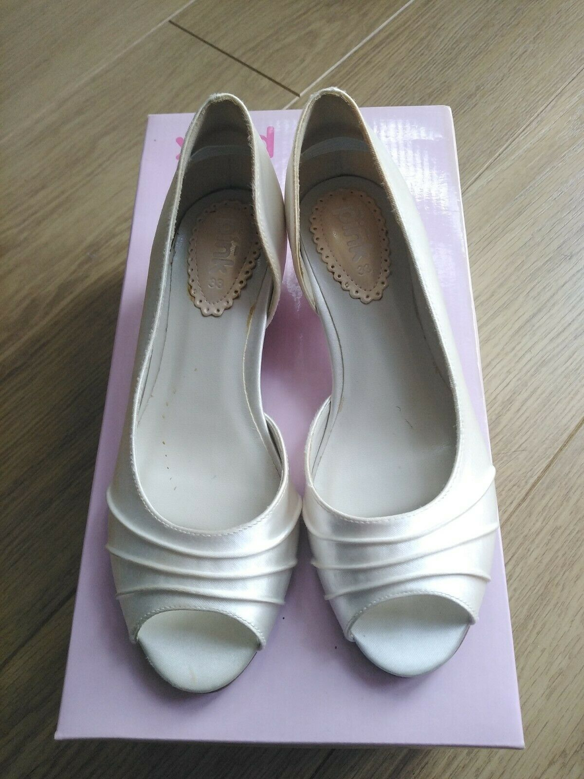 Flowergirl, Bridesmaid, Girl's satin shoe with small heel Size 33 UK 1