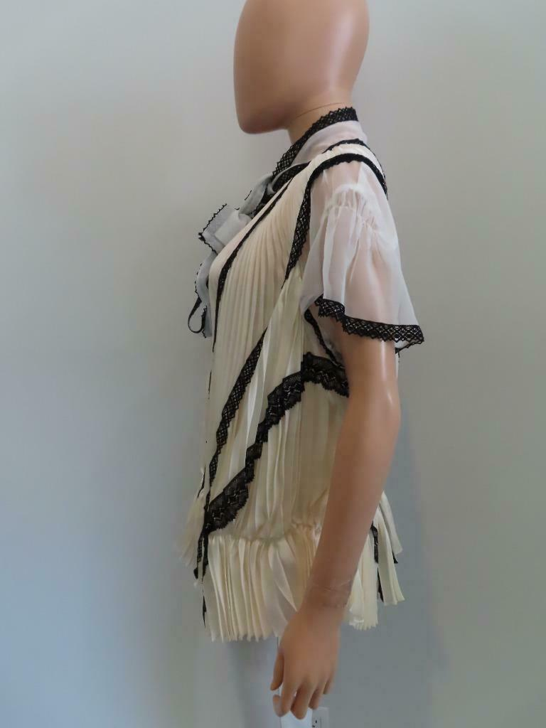 Sacai Ivory/Black Lace Pleated Front Button Short… - image 5