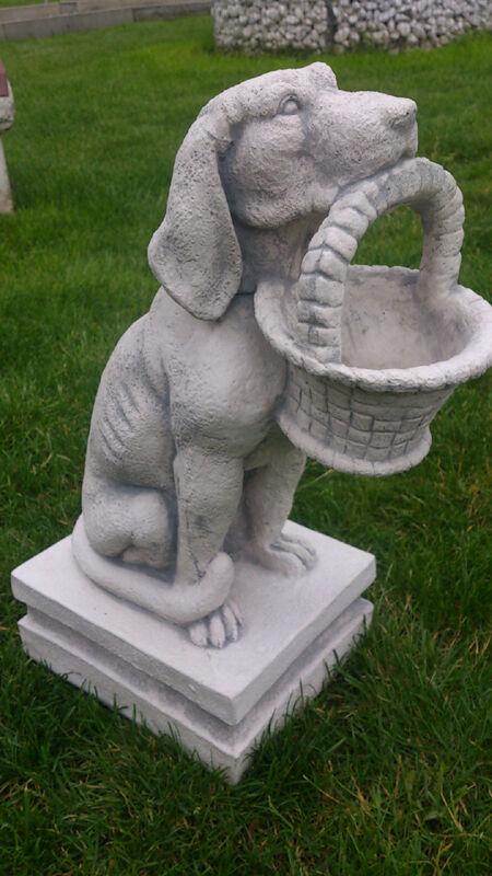 Gartenfiguren, Gartendeko, Hund mit Korb im Maul, Steinguss, 48,5 cm Tierfiguren