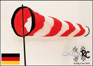 Weiss-roter-Windsack-wie-auf-Flugfeld-Windspiel-Wetterfahne-Windturbine