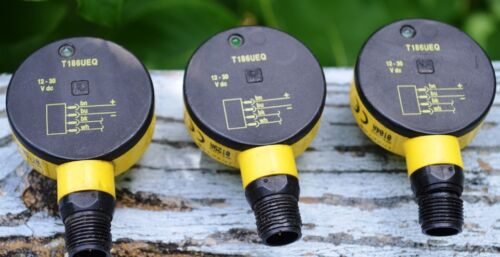 LOT OF 3 BANNER ENGINEERING MODEL T186UEQ PHOTOELECTRIC SENSORS