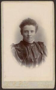CDV-Carte-de-Visite-Photograph-Victorian-Lady-by-h-h-Hole-Williton-amp-Minehead